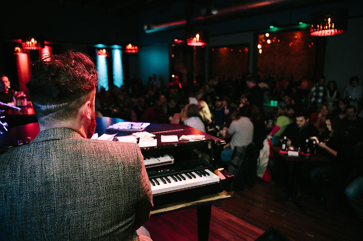 Dueling piano entertainer playing piano live at a corporate event