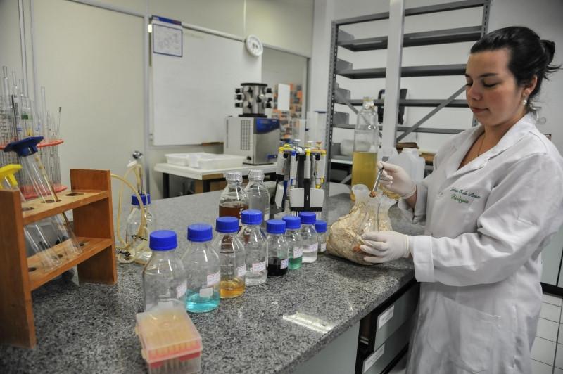 lab__enzimas_e_biomassas___310317-1524034