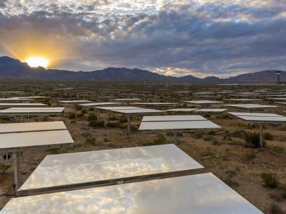 size_590_A_Ivanpah_Solar_Electric_Generating_System_maior_usina_de_energia_solar_do_mundo (2)