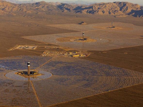 size_590_A_Ivanpah_Solar_Electric_Generating_System_maior_usina_de_energia_solar_do_mundo (1)