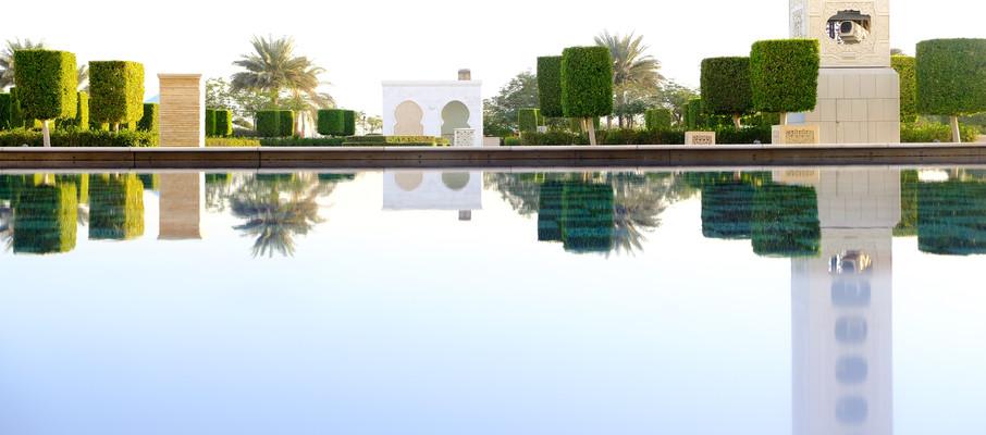 Парк возле Мечеть шейха Зайда в Абу-Даби