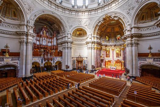 Берлинский кафедральный собор внутри.jpg