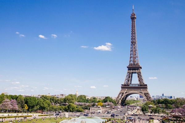 Эйфелева башня и Марсово поле, Париж.jpg