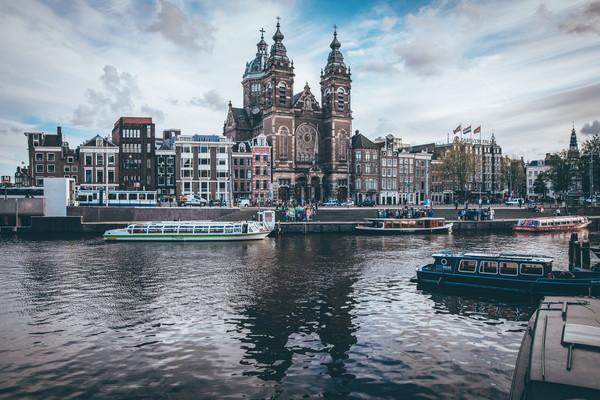 Центральный вокзал Амстердама.jpg