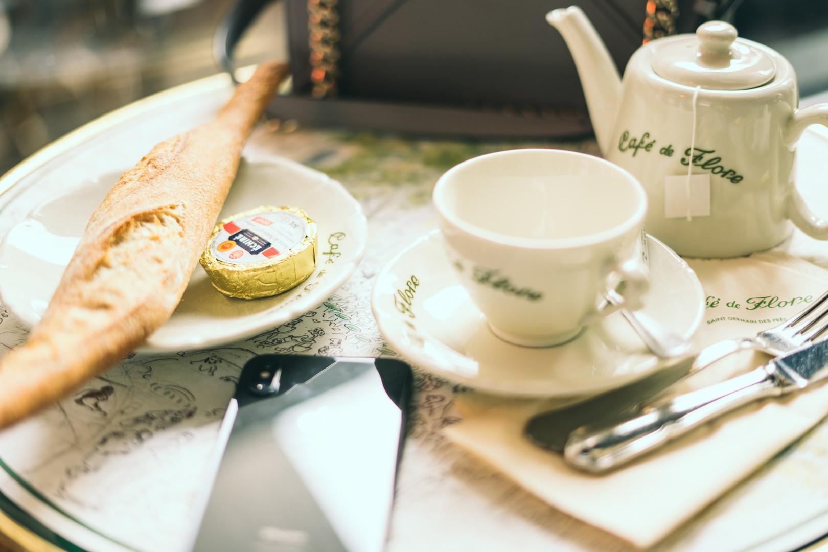 Кафе в Париже.jpg
