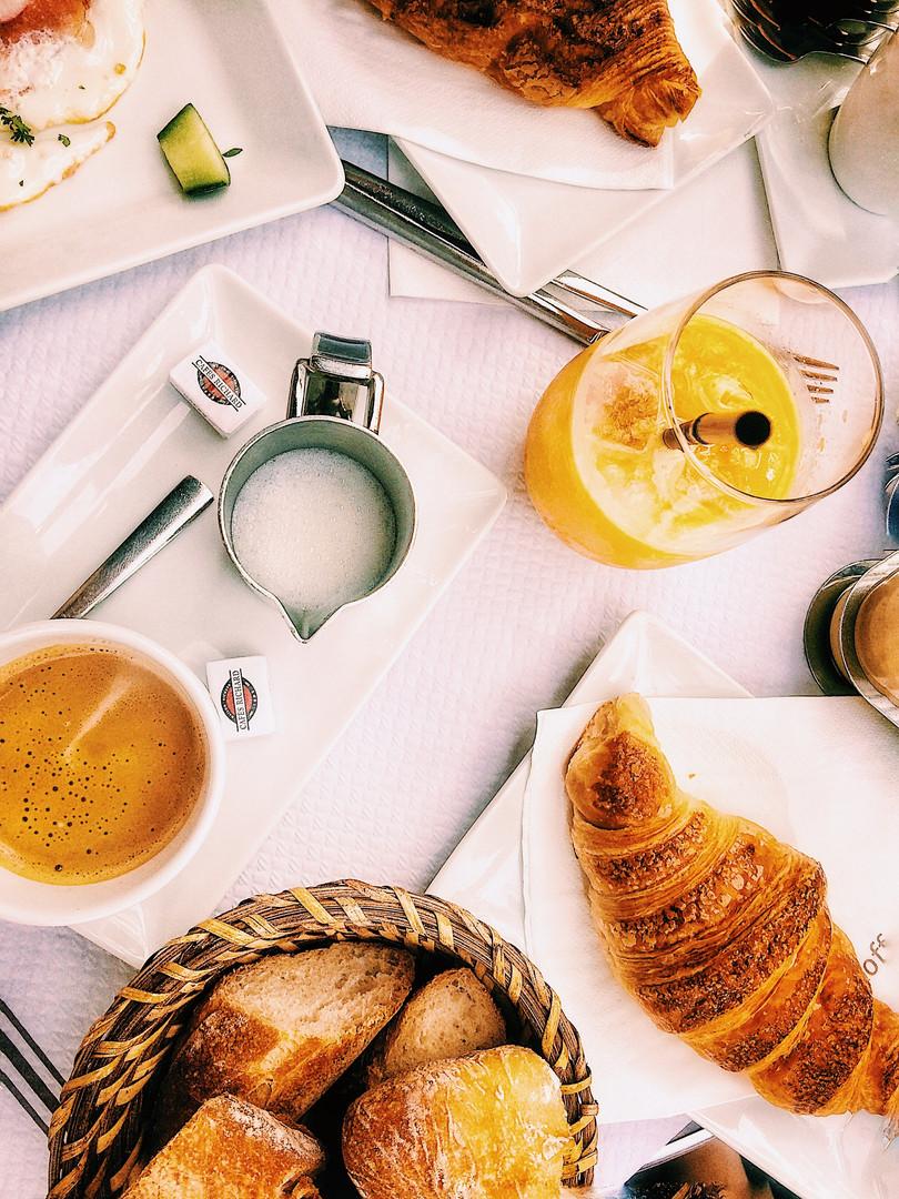 Завтрак в Париже.jpg