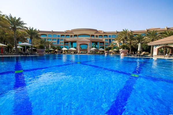 Пляж Аль Батин Абу-Даби.jpg
