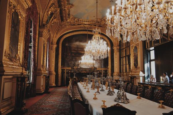 Музей Лувр Париж.jpg