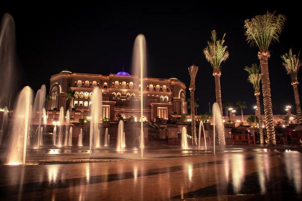 Великолепный отель Emirates Palace в Абу