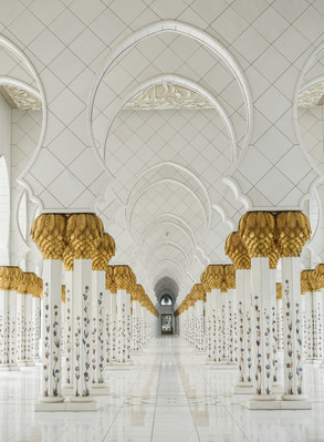 Расписные колонны в Мечети шейха Зайда А