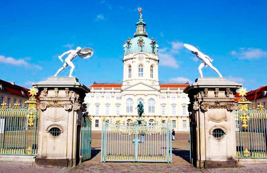 Дворец Шарлоттенбург в Берлине.jpg