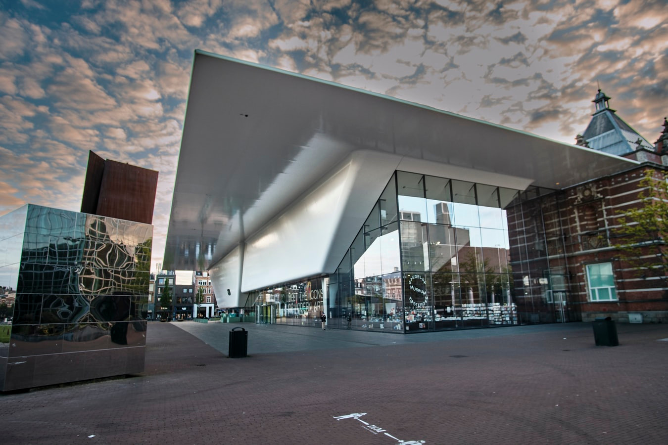 Museumplein в Амстердаме Нидерланды.jpg