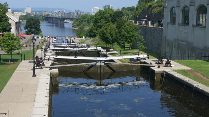 Канал Оттава вид на мост Канада.jpg