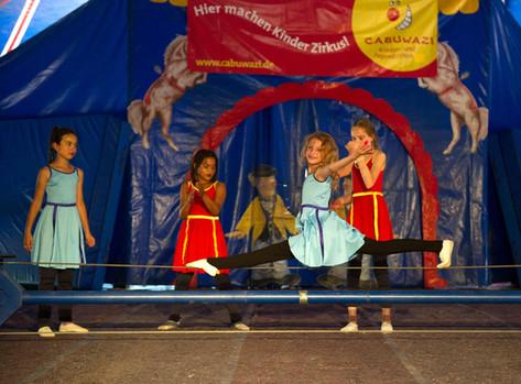 Цирк Cabuwazi для детей Берлин.jpg