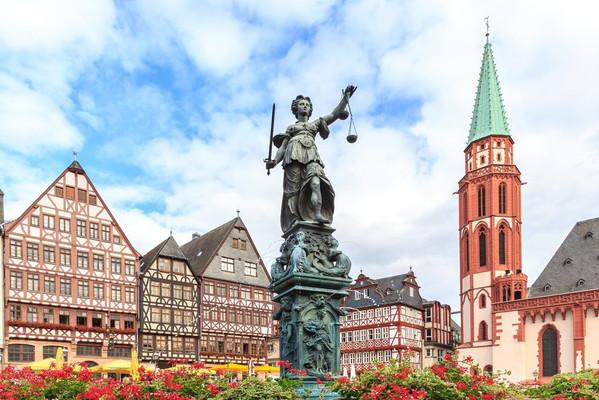 Франфурт Ратуша фонтан.jpg