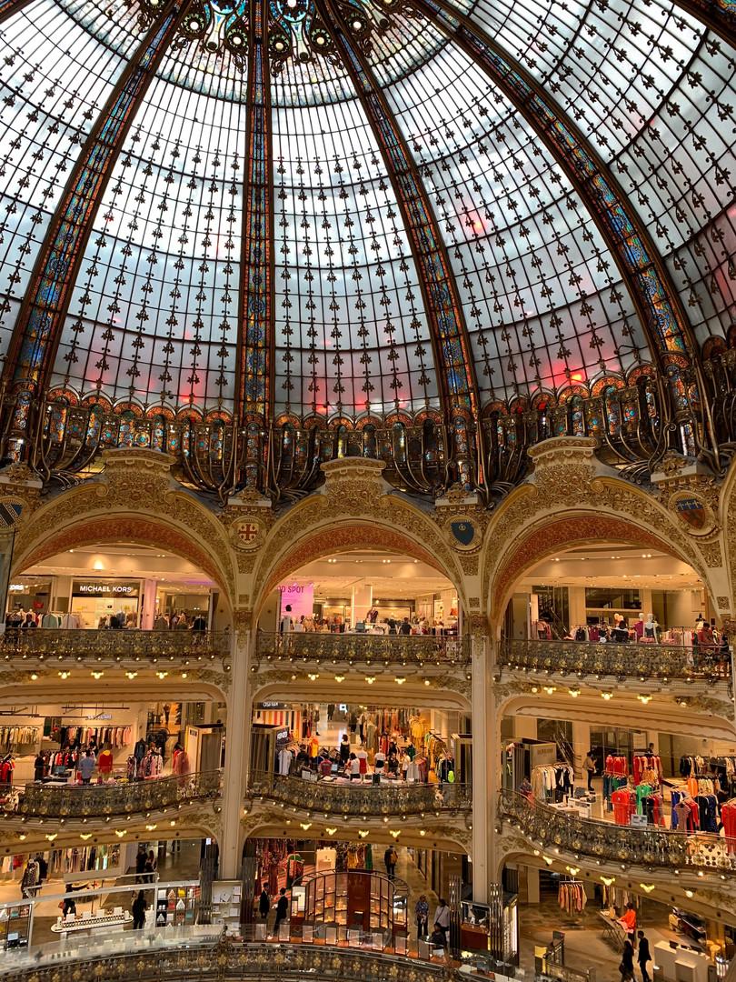 Галери Лафайет в Париже, Франция.jpg