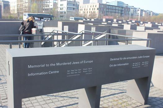 Мемориал памяти жертв Холокоста.jpg