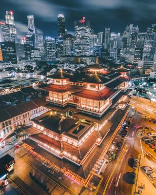 Храм Священного Зуба Будды Сингапур.jpg