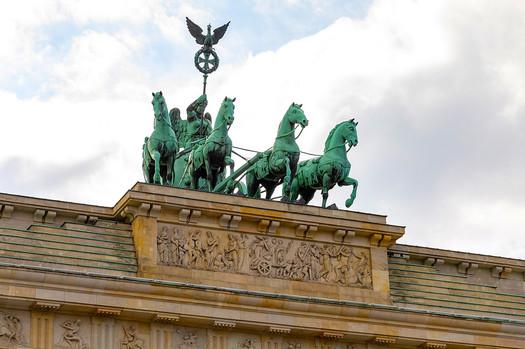 Бранденбургские ворота скульптура.jpg