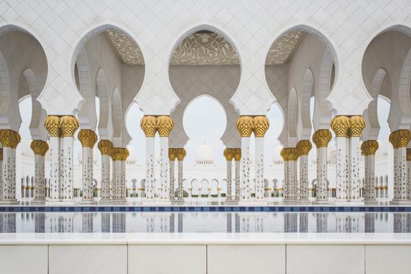 Богатое убранстов в Мечети шейха в ОАЭ.j