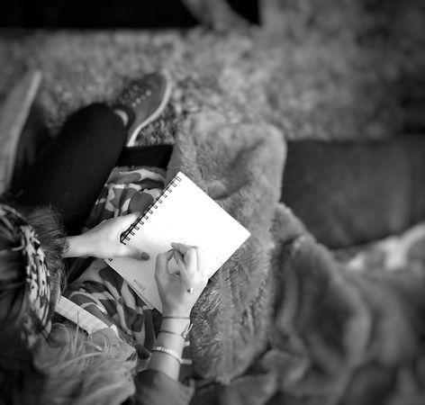 mama sola escribe