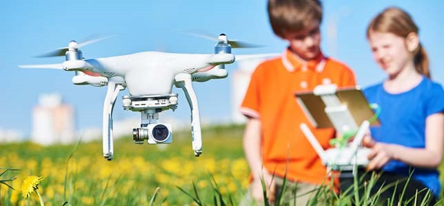 Education - Video: School uses flying DRONE surveillance to stop students from cheating in exams B-A