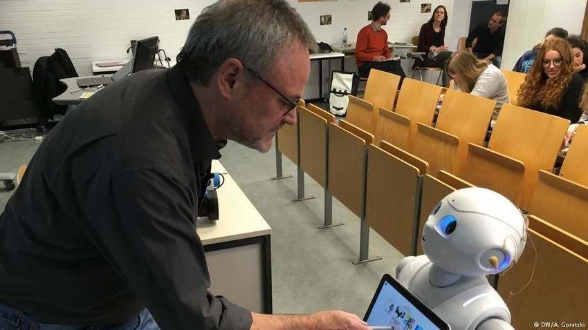 Education - Professor Robot – why AI could soon be teaching in university classrooms - B-AIM PICK SE