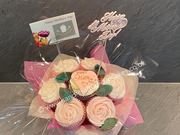 MUM-135-Mothers-Day-Cupcake-Bouquet-clos