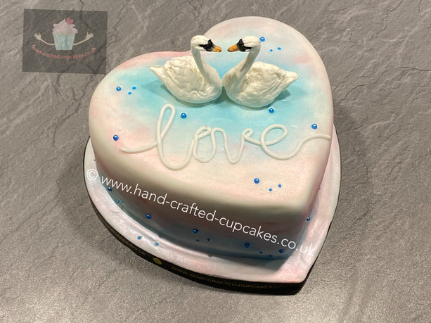 VAL140 - Swans heart cake