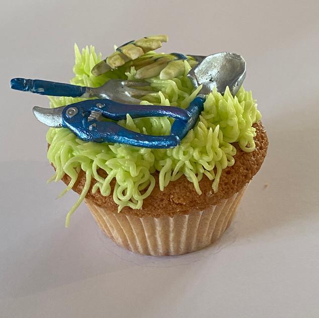 MCC270 - Gardening cupcake