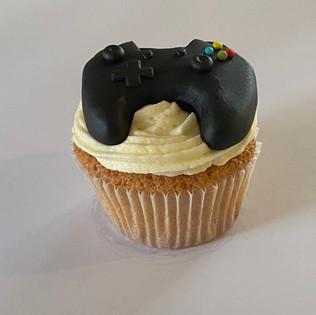 MCC240 - Games controller cupcake