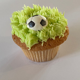MCC110 - Football cupcake