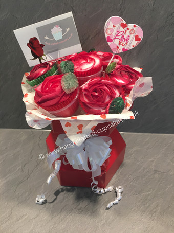 VAL130 - Bouquet of 7 Cupcake roses