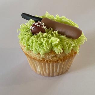 MCC160 - Cricket cupcake