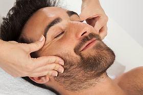 smiley-pendant-le-massage-du-visage_23-2