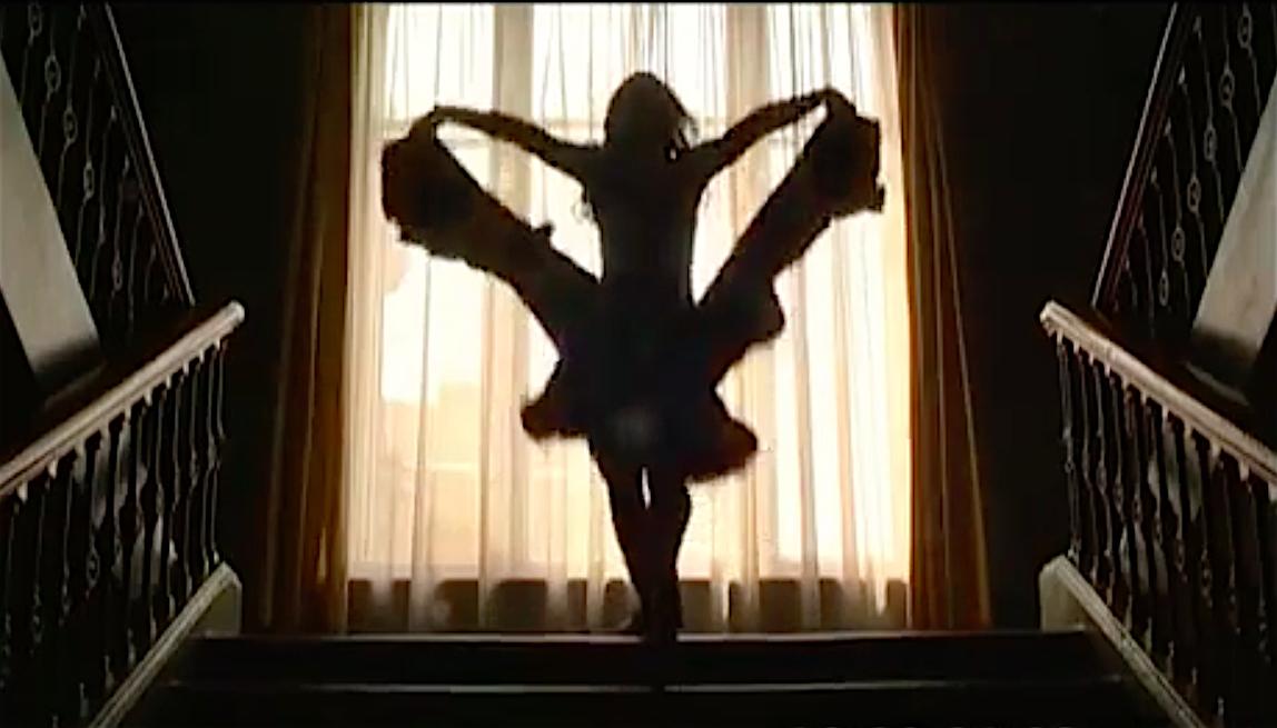 Анастасия Винокур танцует