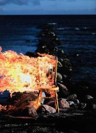 brinnandeStol.jpg