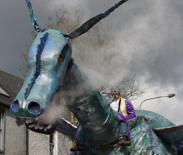 Dragon by Ana Colomer and Tiarnan O Ruairc (AKA Tic Toc Puppets)