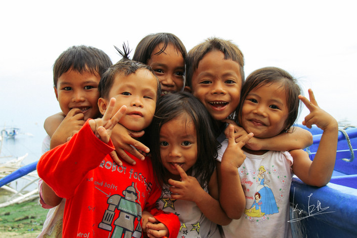 I met them when I was staying in Cebu Island, Phillipines. Such a friendly kids and I can never forget them!  フィリピンのセブ島に滞在していた時に出会った子供達です。 言葉は通じなかったけど忘れられない体験!   Lens: Canon EF 100mm f/2.8L Macro IS USM