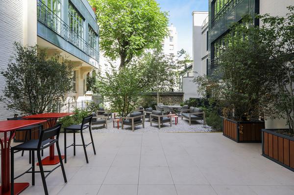 Exterior-Courtyard-0C1A8959-(1).jpg