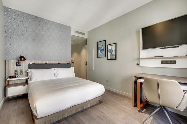 Interior-Bedroom-0C1A8872-(2).jpg
