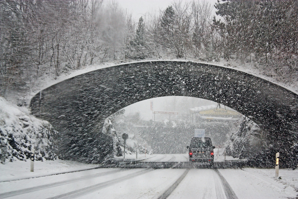 Winter Driving - Snowy Scene - Vancouver Tips