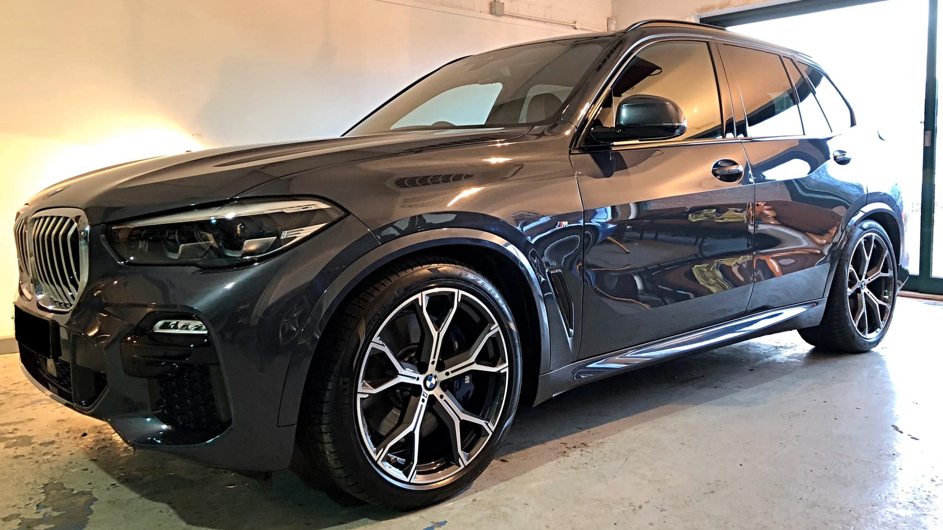 BMW X5 car detail
