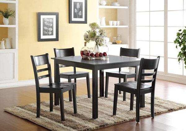 Veles lovely casual dining set