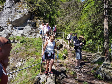 Randonnée sur le sentier des roches