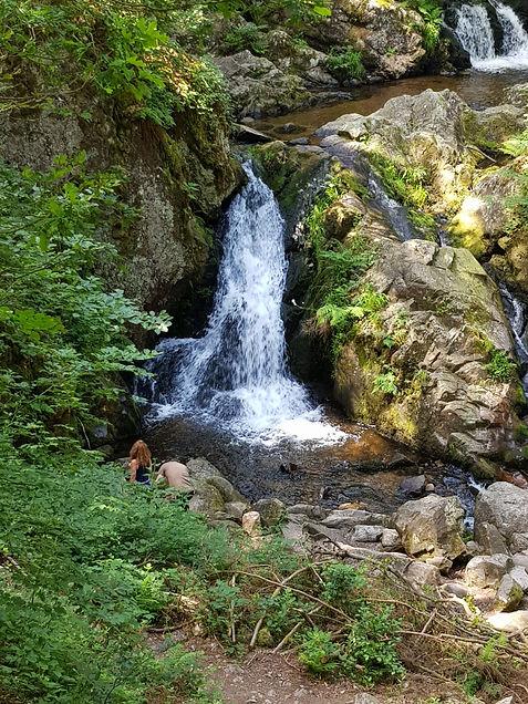 Bassin inférieur et supérieur de la petite cascade du Tendon