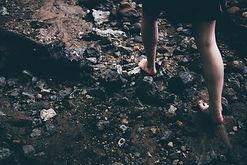 barefoot-1149848_1920.jpg