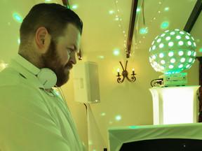 DJ ASH JONES (service page 800x600).jpg