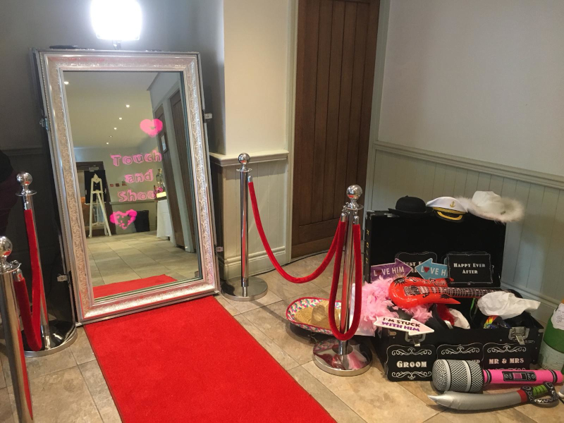 Magic Selfie Mirror & Props