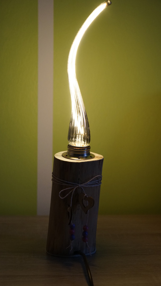 Tischlampe mit stylischem Leuchtmittel